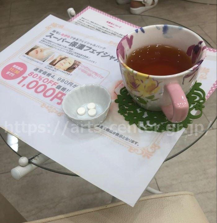 脱毛ラボの施術後のお茶とサプリ