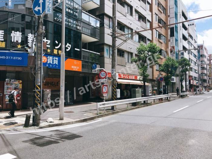 ストラッシュ横浜店へのアクセス