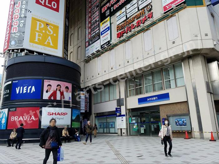 横浜西口店までのルート。ヨドバシカメラのビル前を右折